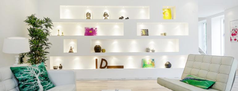 Parede divisória com nichos e iluminação direta Dry wall